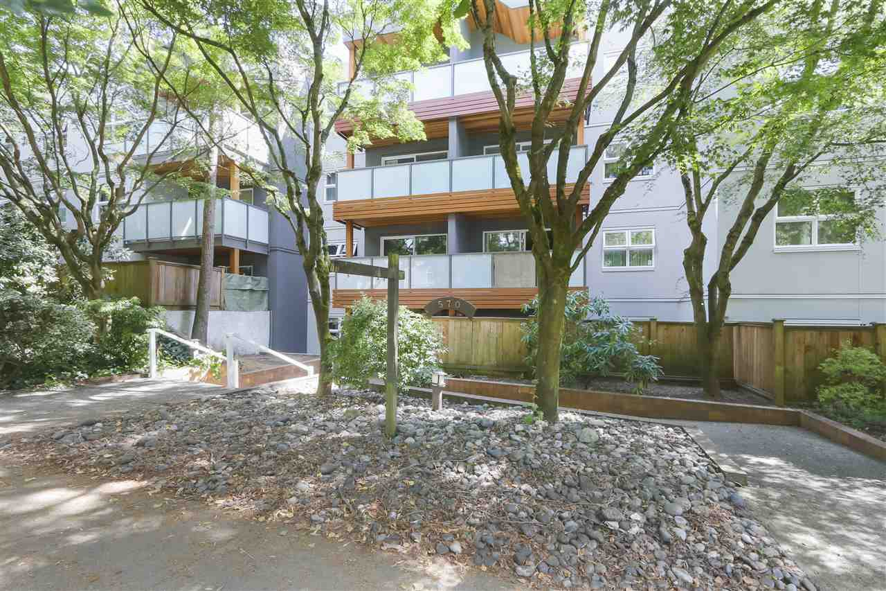 Main Photo: 106 570 E 8TH Avenue in Vancouver: Mount Pleasant VE Condo for sale (Vancouver East)  : MLS®# R2389675