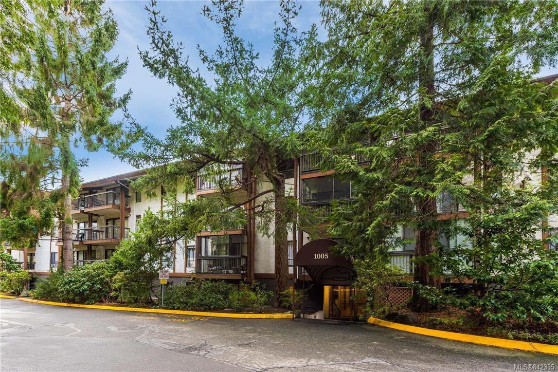 Main Photo: 418 1005 McKenzie Ave in Saanich: SE Quadra Condo for sale (Saanich East)  : MLS®# 842335