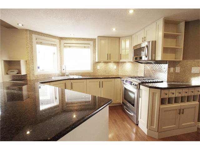 Photo 15: Photos: 1005 1 AV NW in Calgary: Sunnyside House for sale : MLS®# C4042882