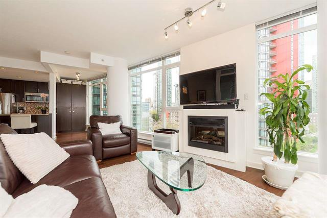 Main Photo: Vancouver West in Coal Harbour: Condo for sale : MLS®# R2083147