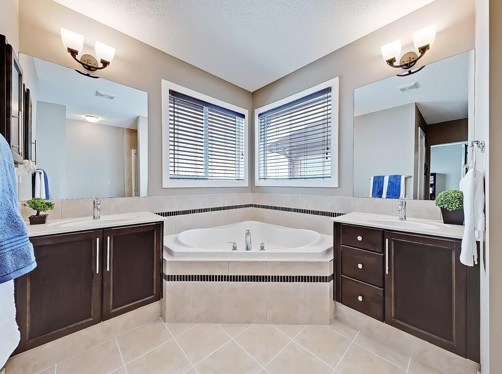 Photo 22: Photos: 88 SILVERADO SKIES Manor SW in Calgary: Silverado Detached for sale : MLS®# C4284584