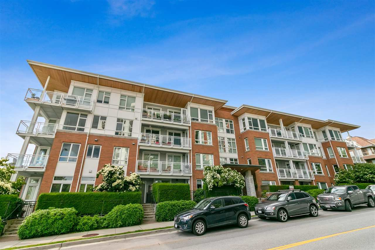 Main Photo: 403 717 CHESTERFIELD AVENUE in North Vancouver: Central Lonsdale Condo for sale : MLS®# R2464294