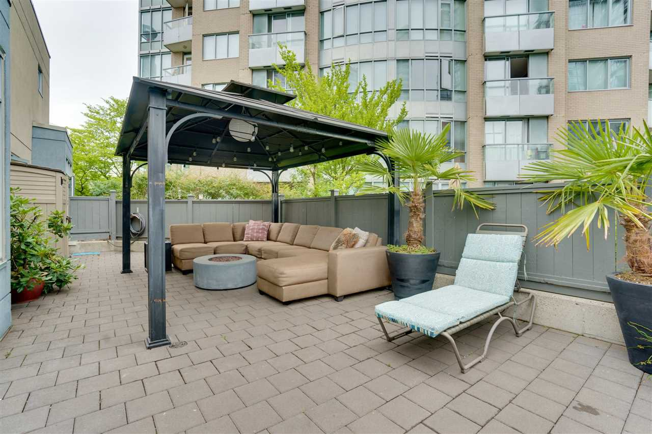 """Main Photo: TH17 63 KEEFER Place in Vancouver: Downtown VW Townhouse for sale in """"THE EUROPA"""" (Vancouver West)  : MLS®# R2470424"""