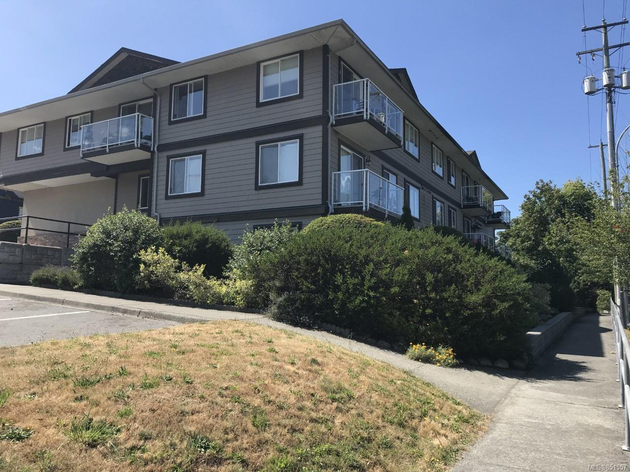 Main Photo: 11 8 White St in : Du Ladysmith Condo for sale (Duncan)  : MLS®# 851557