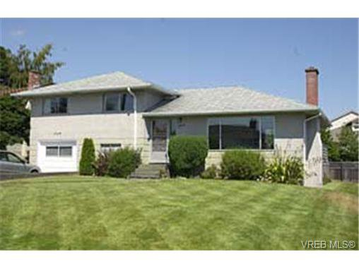 Main Photo: 1564 Elm St in VICTORIA: SE Cedar Hill House for sale (Saanich East)  : MLS®# 292789
