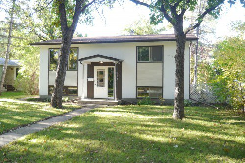 Main Photo: 681 Patricia Avenue in Winnipeg: Fort Richmond Single Family Detached for sale (South Winnipeg)  : MLS®# 1423786