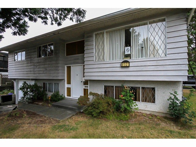 Main Photo: 9101 PRINCE CHARLES BV in Surrey: Queen Mary Park Surrey House for sale : MLS®# F1421442