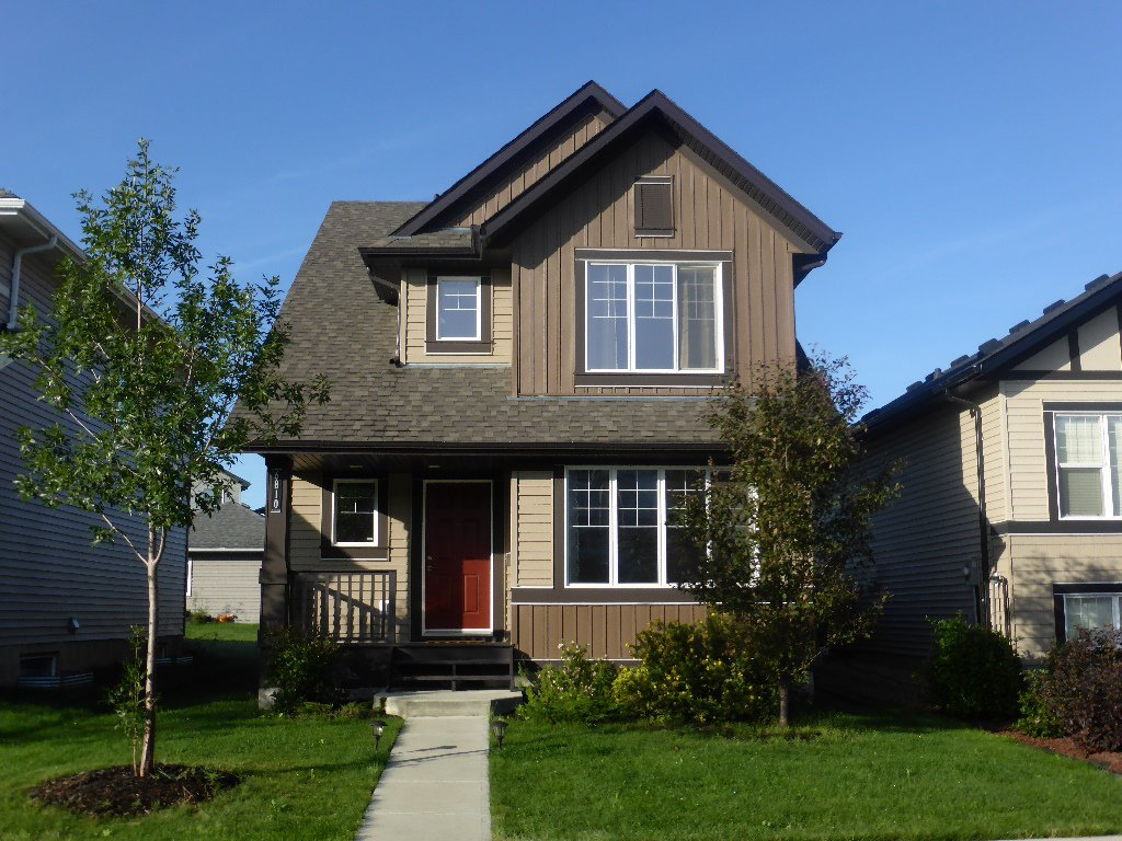 Main Photo: 6810 Cardinal Link: House for sale