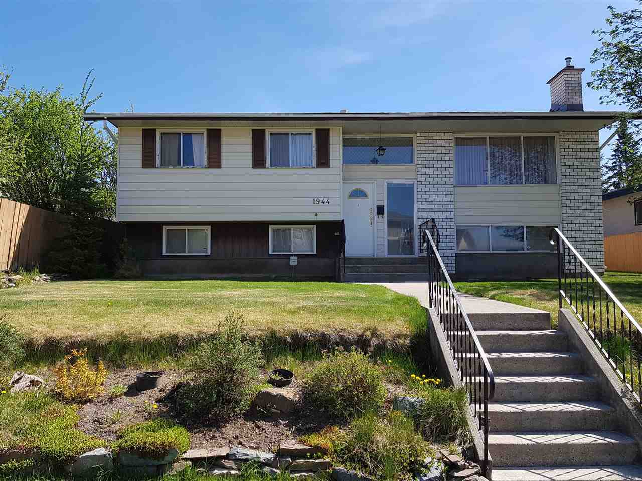 "Main Photo: 1944 OAK Street in Prince George: Connaught House for sale in ""MILLAR ADDITION"" (PG City Central (Zone 72))  : MLS®# R2404685"