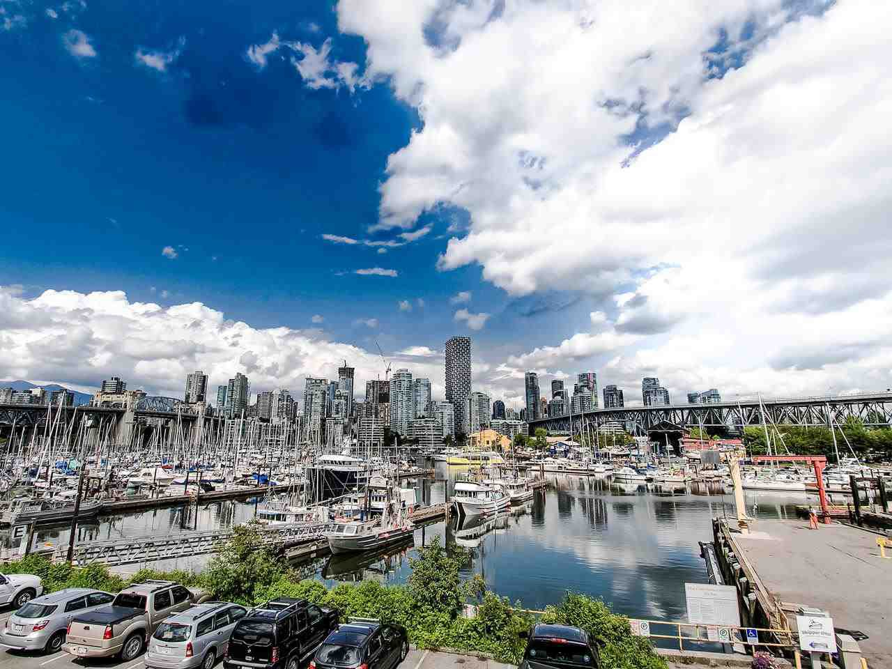 "Main Photo: 402 1510 W 1ST Avenue in Vancouver: False Creek Condo for sale in ""Mariner Point"" (Vancouver West)  : MLS®# R2462648"