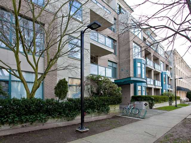 "Main Photo: 310 2028 W 11TH Avenue in Vancouver: Kitsilano Condo for sale in ""THE MAPLES"" (Vancouver West)  : MLS®# V933934"