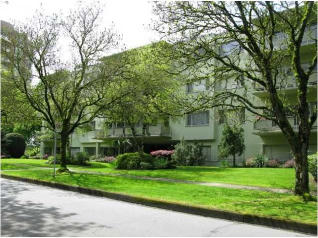 "Main Photo: 202 5475 VINE Street in Vancouver: Kerrisdale Condo for sale in ""VINECREST MANOR LTD."" (Vancouver West)  : MLS®# V998494"