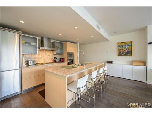 Main Photo: 404 707 Courtney Street in VICTORIA: Vi Downtown Condo Apartment for sale (Victoria)  : MLS®# 324911