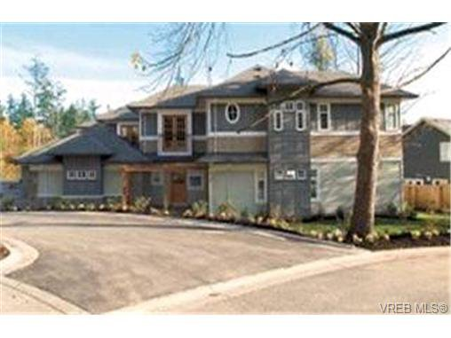 Main Photo: 571 Caselton Pl in VICTORIA: SW Royal Oak Row/Townhouse for sale (Saanich West)  : MLS®# 336819
