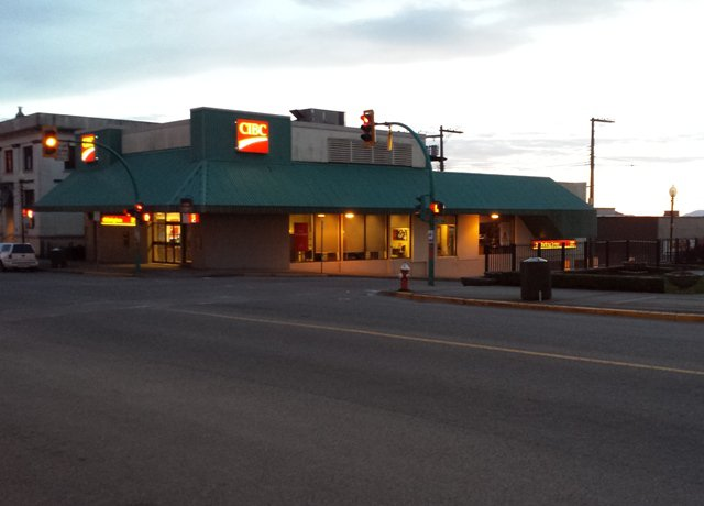 Photo 2: Photos: COMMERCIAL PROPERTY SOLD! in MIXED RETAIL-OFFICE BUILDING: Home for sale (RETAIL-OFFICE BUILDING)