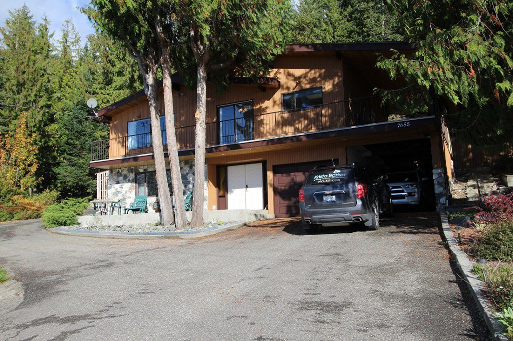 Main Photo: 7655 Squilax Anglemont Road in Anglemont: North Shuswap House for sale (Shuswap)  : MLS®# 10125296