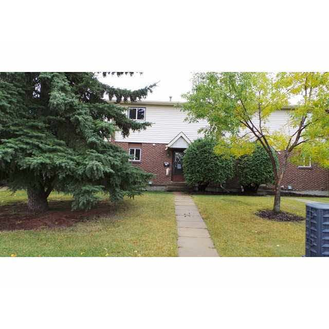 Main Photo: 9301 Morinville Drive in Morinville: Townhouse for rent
