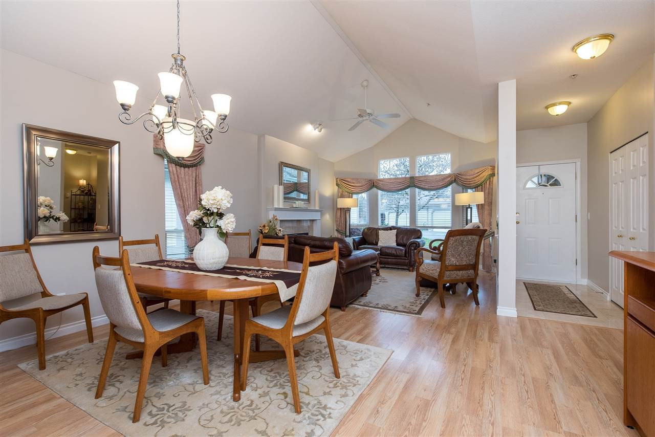 """Photo 3: Photos: 101 9025 216 Street in Langley: Walnut Grove Townhouse for sale in """"Coventry Woods"""" : MLS®# R2427866"""