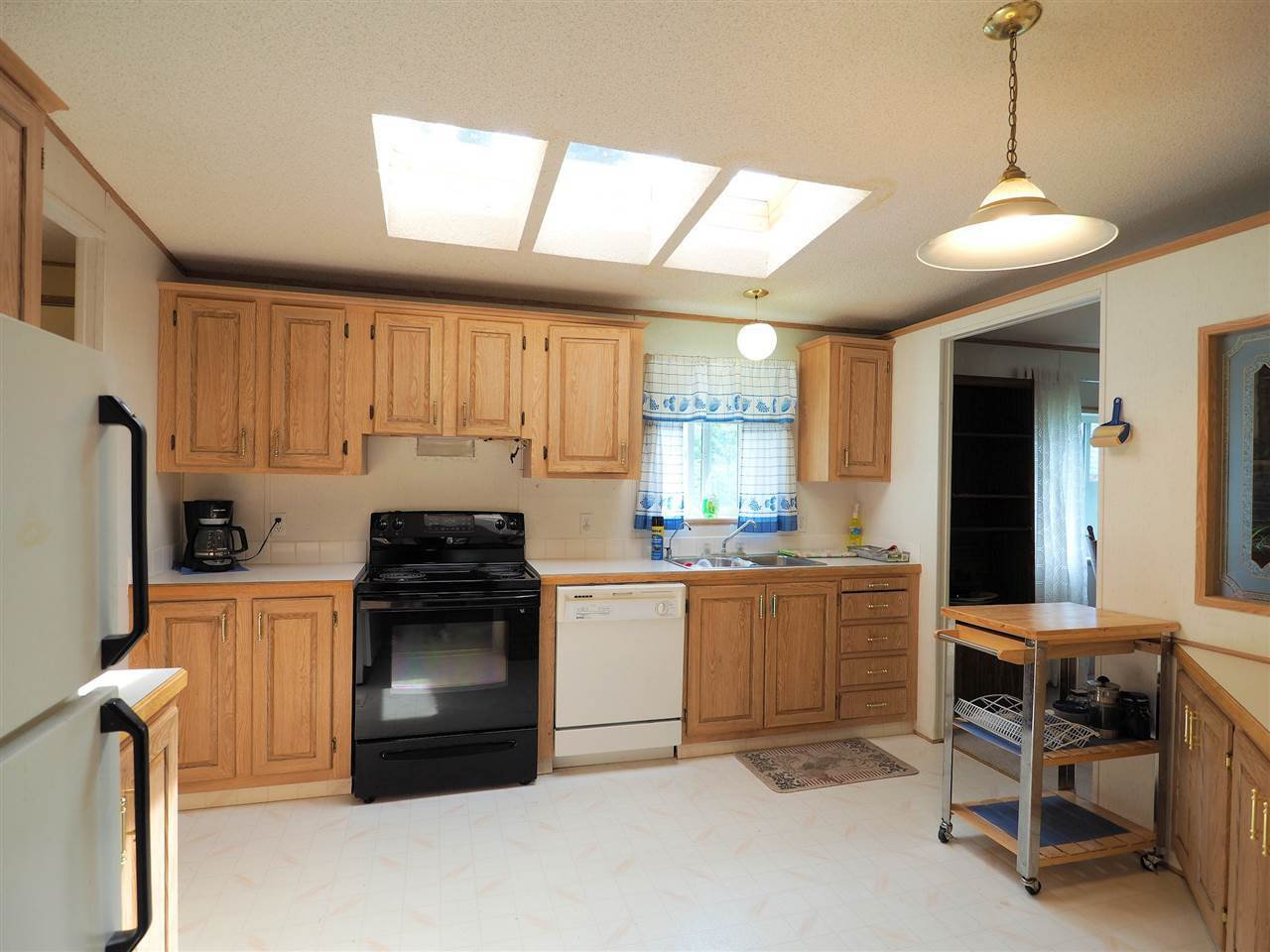 Photo 7: Photos: 4836 GLOINNZUN Drive in 108 Mile Ranch: 108 Ranch Manufactured Home for sale (100 Mile House (Zone 10))  : MLS®# R2435093