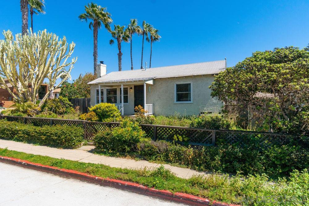 Main Photo: PACIFIC BEACH House for sale : 2 bedrooms : 5137 Mission Blvd in San Diego