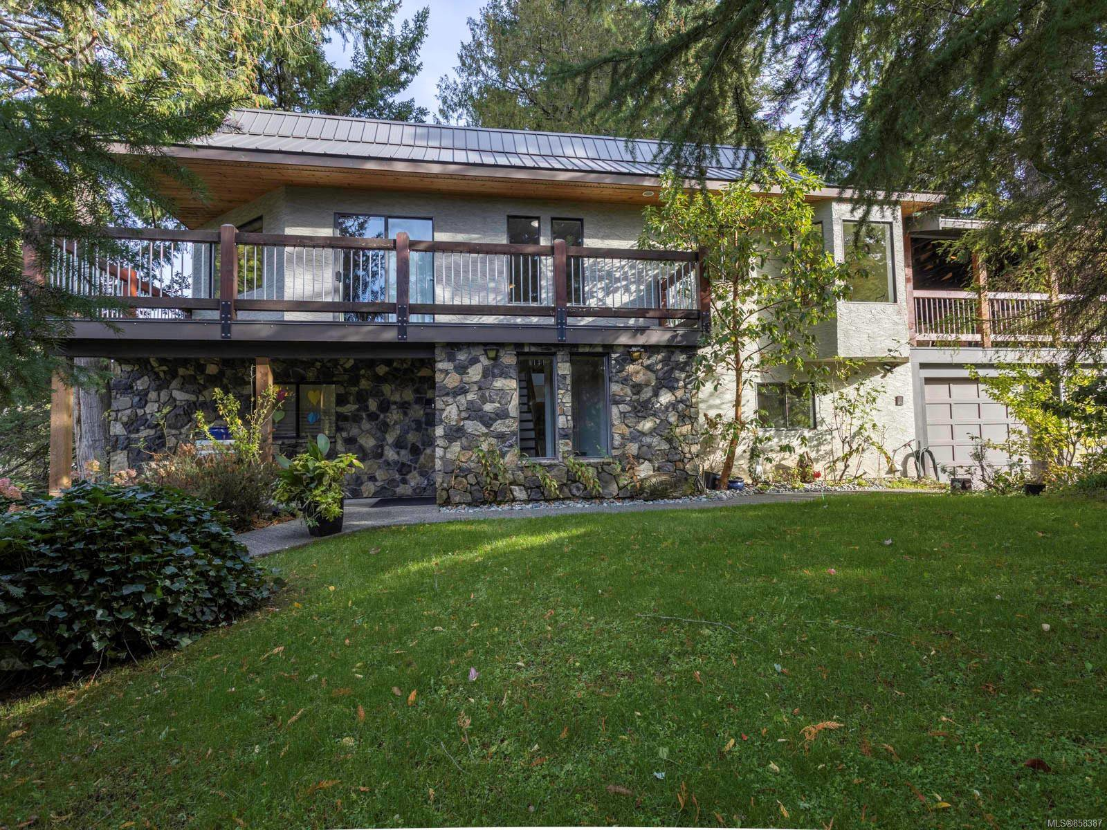 Main Photo: 1092 Vic Pl in : CS Brentwood Bay House for sale (Central Saanich)  : MLS®# 858387