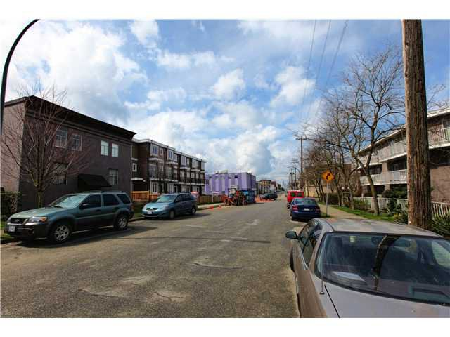 Photo 10: Photos: # 306 2045 FRANKLIN ST in : Hastings Condo for sale : MLS®# V882501
