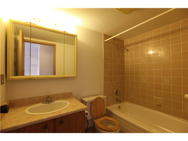 Photo 7: Photos: # 306 2045 FRANKLIN ST in : Hastings Condo for sale : MLS®# V882501