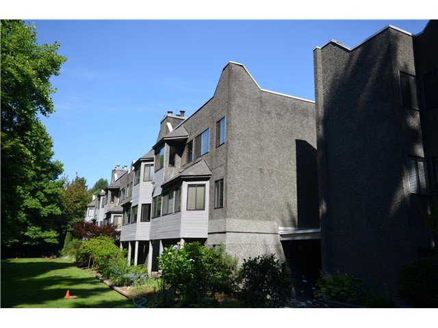"""Main Photo: 302 9880 MANCHESTER Drive in Burnaby: Cariboo Condo for sale in """"BROOKSIDE"""" (Burnaby North)  : MLS®# V1015653"""