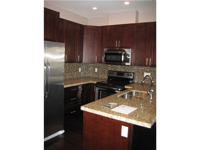 Photo 2: Photos: # 305 2664 KINGSWAY AV in Port Coquitlam: Central Pt Coquitlam Condo for sale : MLS®# V1015529