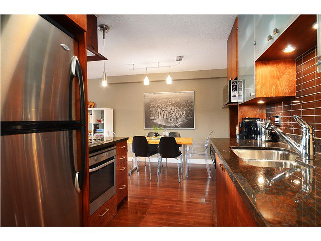 Main Photo: 202 250 West 1st Street in North Vancouver: Home for sale : MLS®# V1091222
