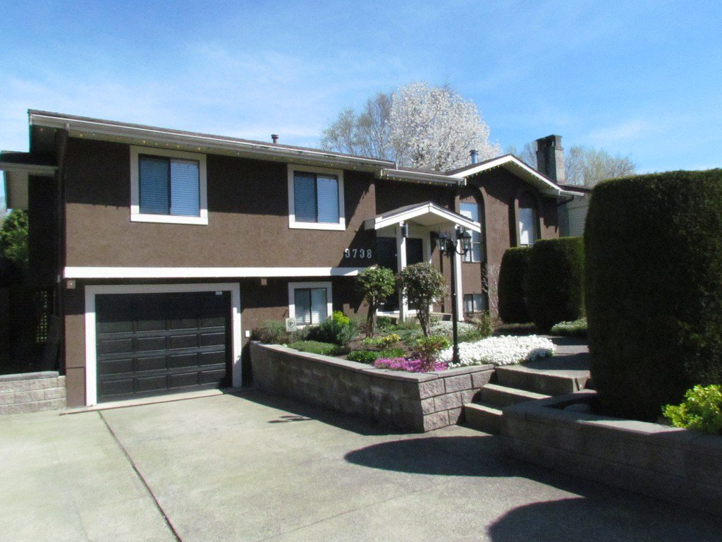 Main Photo: 3738 Sandyhill Rd. in Abbotsford: Abbotsford East House for rent