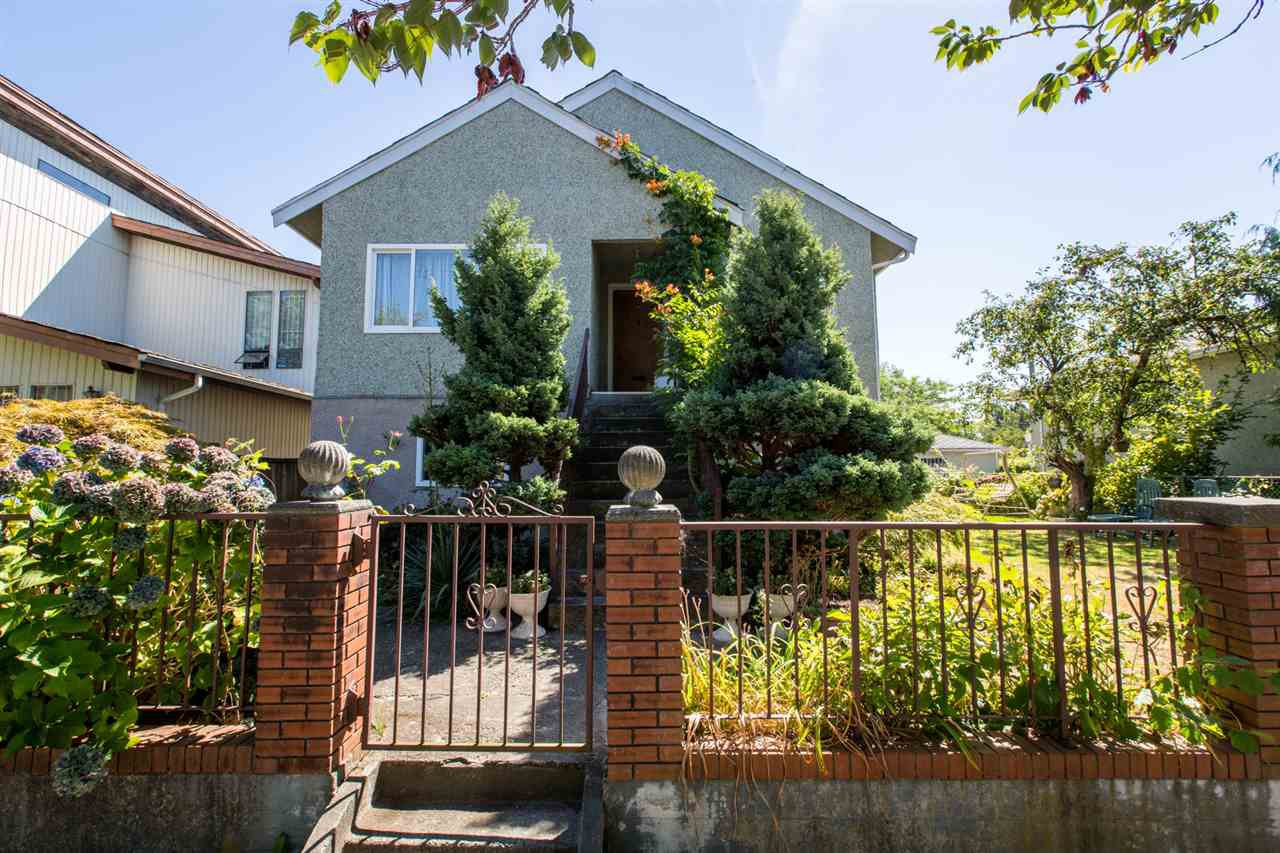 Main Photo: Collingwood - 4984 Moss Street, Vancouver BC