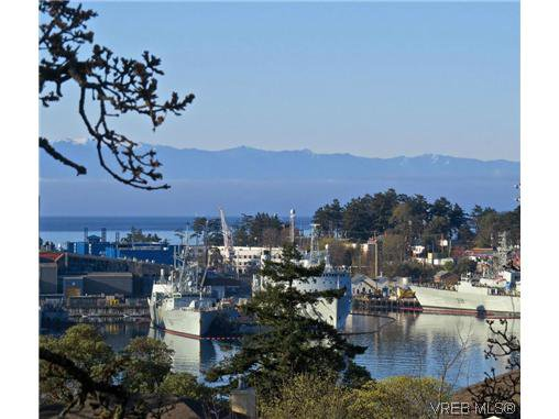 Main Photo: 16 933 Admirals Rd in VICTORIA: Es Esquimalt Row/Townhouse for sale (Esquimalt)  : MLS®# 635217