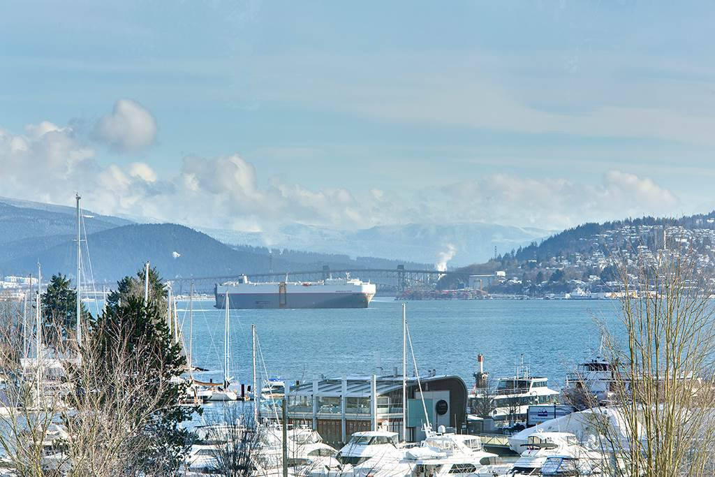 """Main Photo: 603 1925 ALBERNI Street in Vancouver: West End VW Condo for sale in """"Laguna Parkside"""" (Vancouver West)  : MLS®# R2429740"""