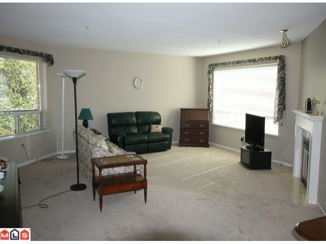 Photo 4: Photos: 201 15255 18TH Avenue in Surrey: King George Corridor Condo for sale (South Surrey White Rock)  : MLS®# F1224905