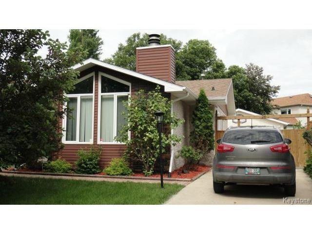 Main Photo: 26 EVENLEA Walk in WINNIPEG: North Kildonan Residential for sale (North East Winnipeg)  : MLS®# 1415711