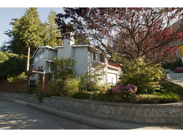 Main Photo: 5615 HONEYSUCKLE Place in North Vancouver: Grouse Woods House for sale : MLS®# V1078891