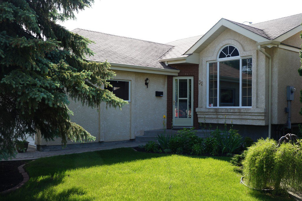 Main Photo:  in Winnipeg: River Park South Single Family Detached for sale ()