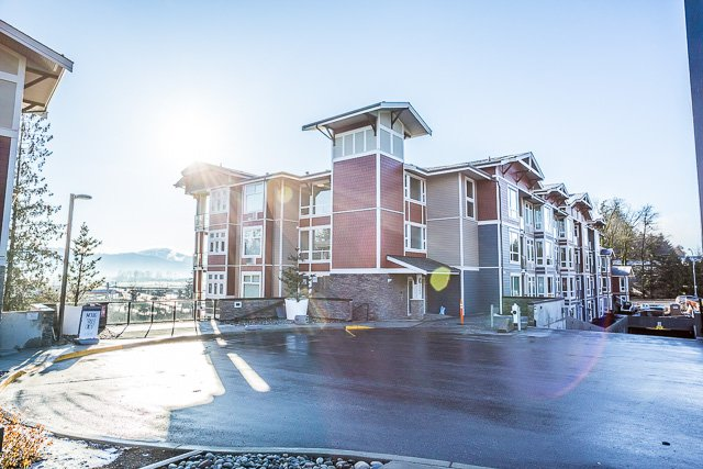 Main Photo: 404-2242 Whatcom Rd in Abbotsford: Abbotsford East Condo for rent