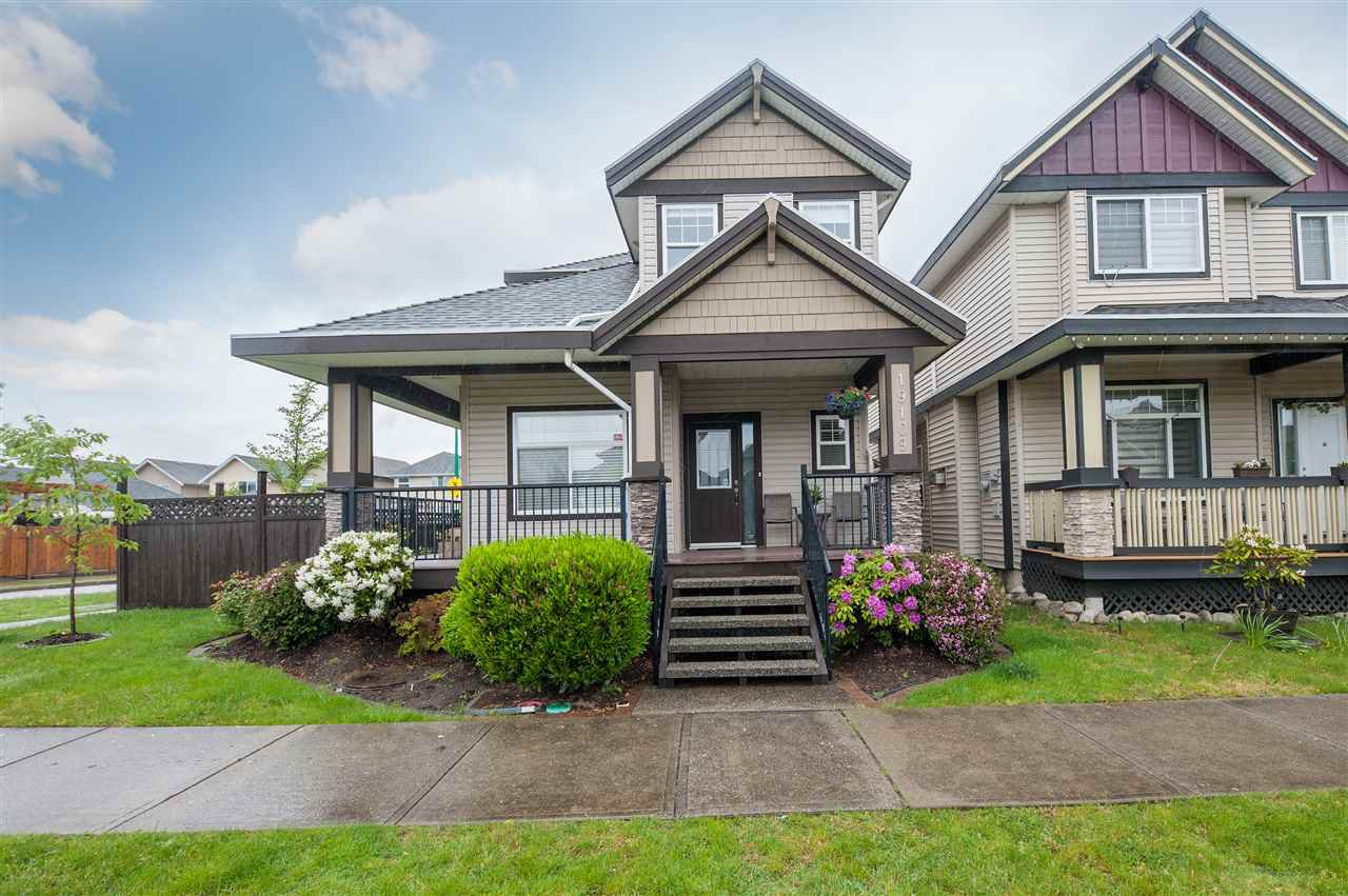Main Photo: 19109 69A AVENUE in Surrey: Clayton House for sale (Cloverdale)  : MLS®# R2369868