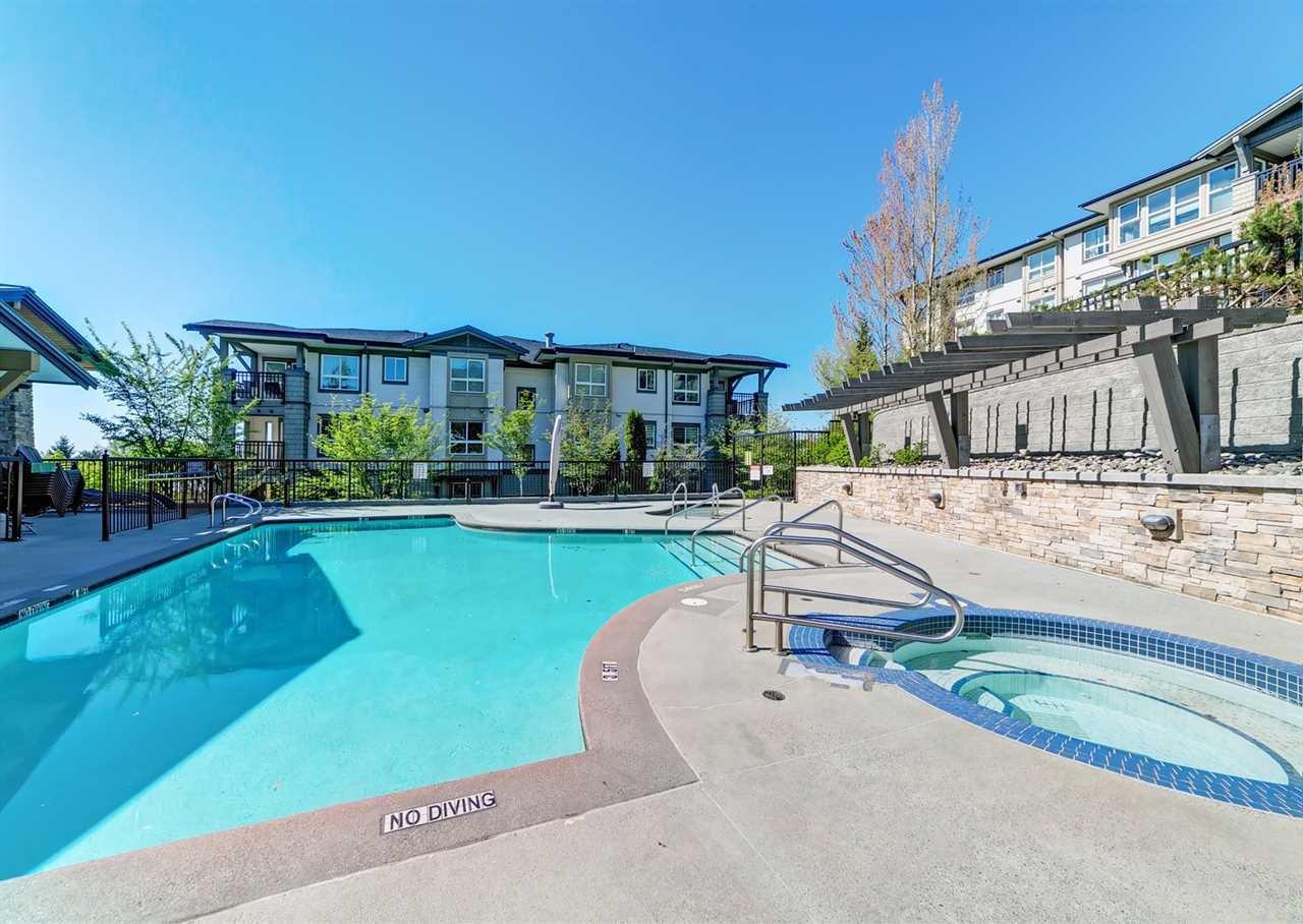 "Photo 13: Photos: 413 3178 DAYANEE SPRINGS Boulevard in Coquitlam: Westwood Plateau Condo for sale in ""Tamarack"" : MLS®# R2398189"