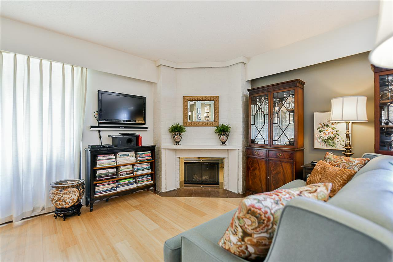 """Photo 5: Photos: 305 425 ASH Street in New Westminster: Uptown NW Condo for sale in """"Ashington Court"""" : MLS®# R2399141"""
