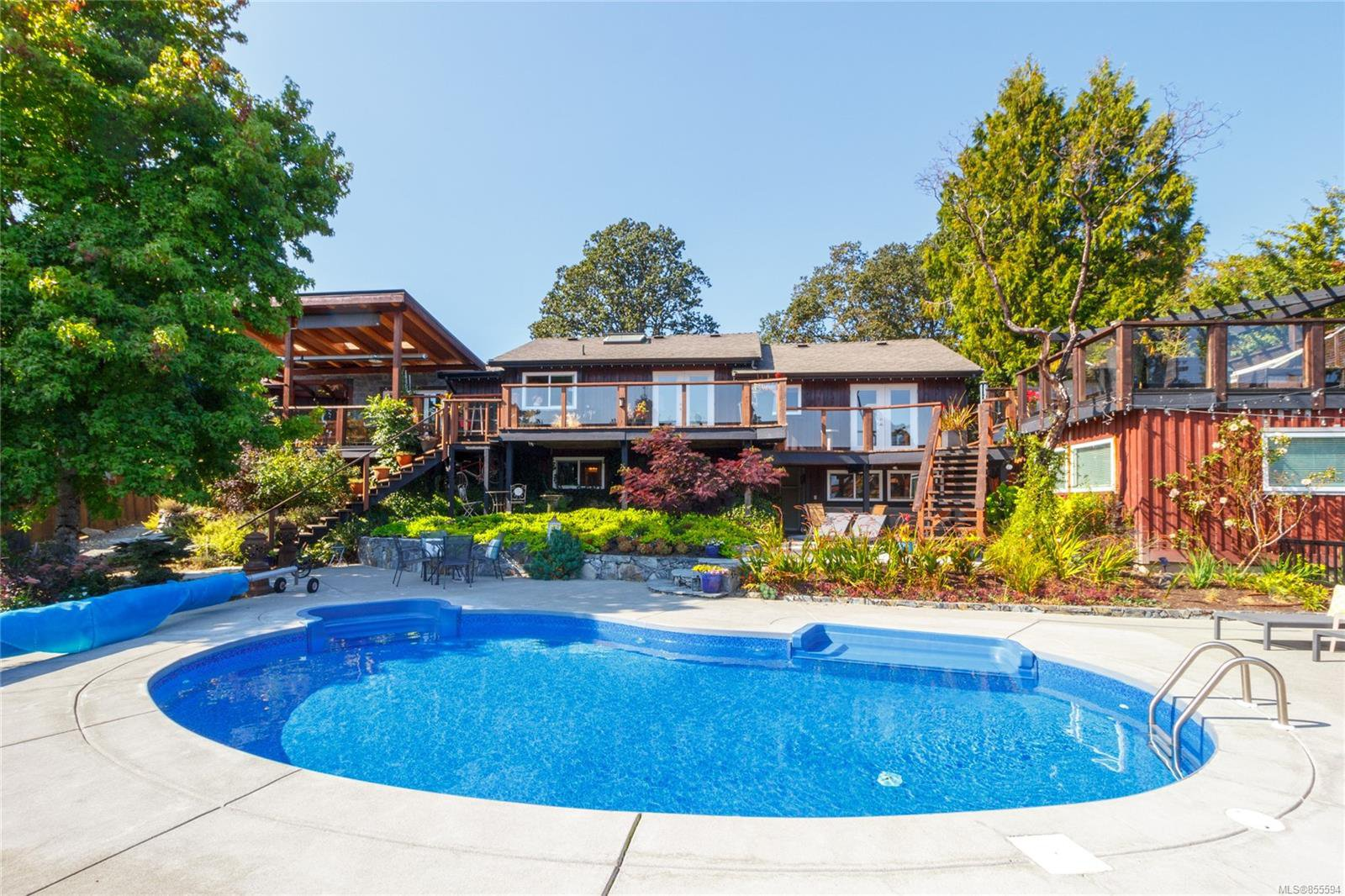 Main Photo: 4579 Scarborough Rd in : SW Beaver Lake House for sale (Saanich West)  : MLS®# 855594