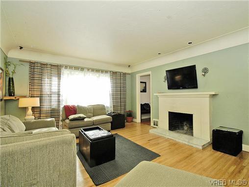 Main Photo: 3234 Harriet Rd in VICTORIA: SW Tillicum House for sale (Saanich West)  : MLS®# 603606