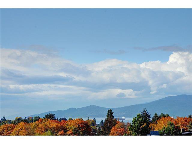 "Main Photo: 519 2268 W BROADWAY in Vancouver: Kitsilano Condo for sale in ""The Vine"" (Vancouver West)  : MLS®# V984379"