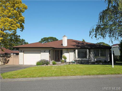Main Photo: 3995 Bel Nor Place in VICTORIA: SE Mt Doug Single Family Detached for sale (Saanich East)  : MLS®# 324304