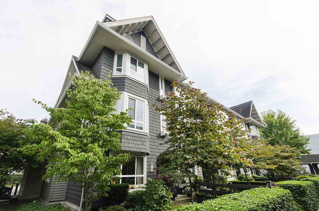 """Main Photo: 102 2418 AVON Place in Port Coquitlam: Riverwood Townhouse for sale in """"LINKS"""" : MLS®# R2403660"""