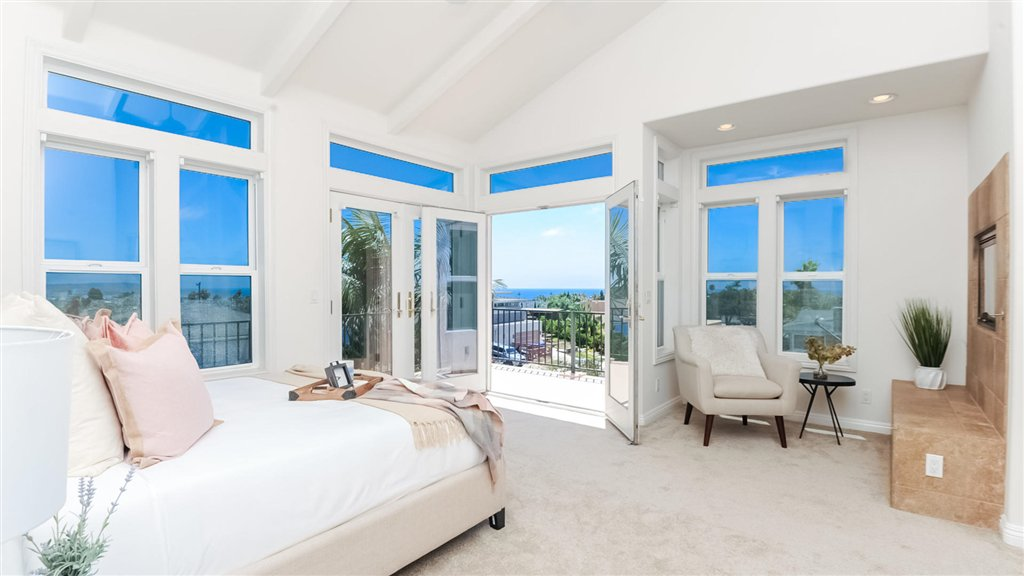 Main Photo: PACIFIC BEACH House for sale : 4 bedrooms : 1202 Archer St in San Diego