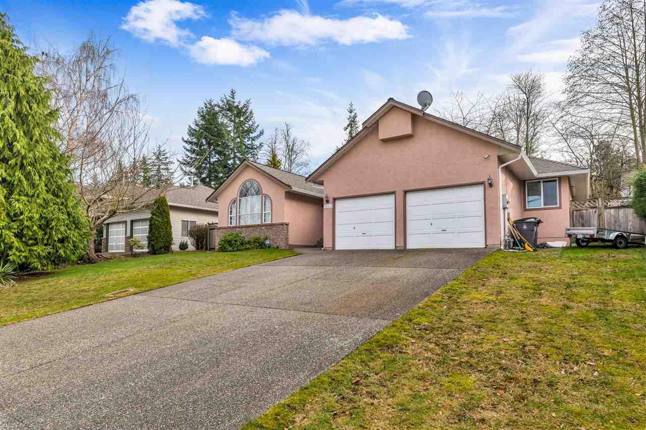 Main Photo: 15310 28A Avenue in Surrey: Sunnyside Park Surrey House for sale (South Surrey White Rock)  : MLS®# R2482968