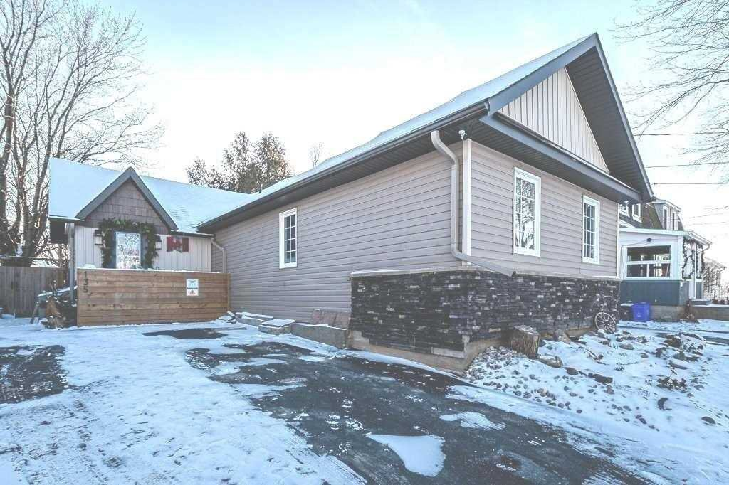 Main Photo: 135 Fourth Avenue: Shelburne House (Bungalow) for sale : MLS®# X5066566
